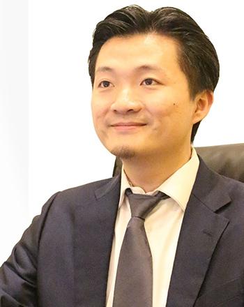 代表取締役 華 思林の顔写真